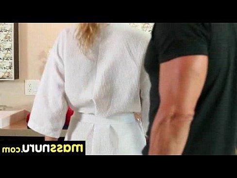 смотреть порно кончил лифчик